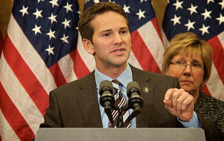 Lawmaker resigns after Instagramming his suspicious spending
