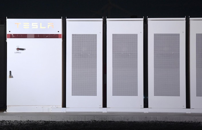 Tesla completes its giant Australian Powerpack battery on time