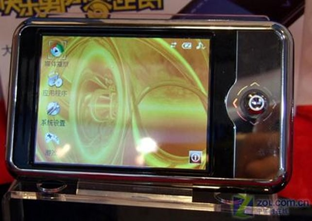 RAmos V80 PMP gets WinCE, integrated camera