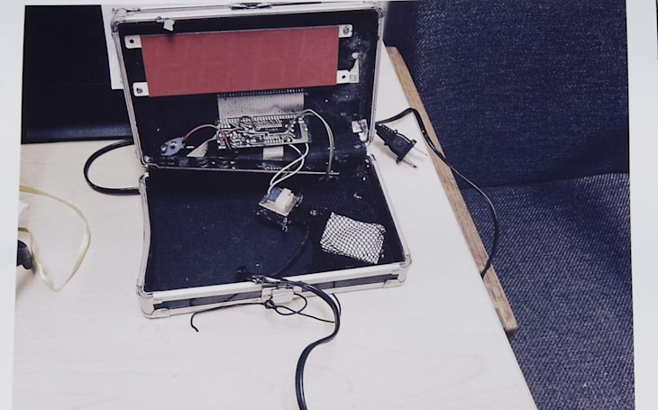 #IStandwithAhmed supports teen arrested for making his own clock