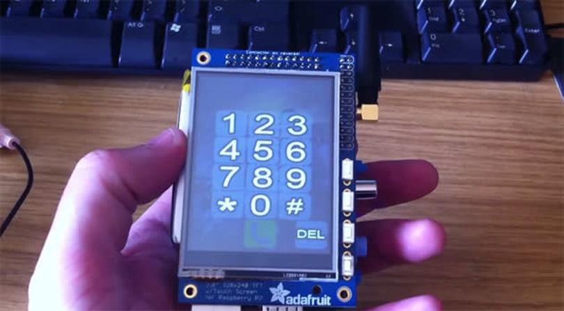 Raspberry Pi modded into a $160 cellphone