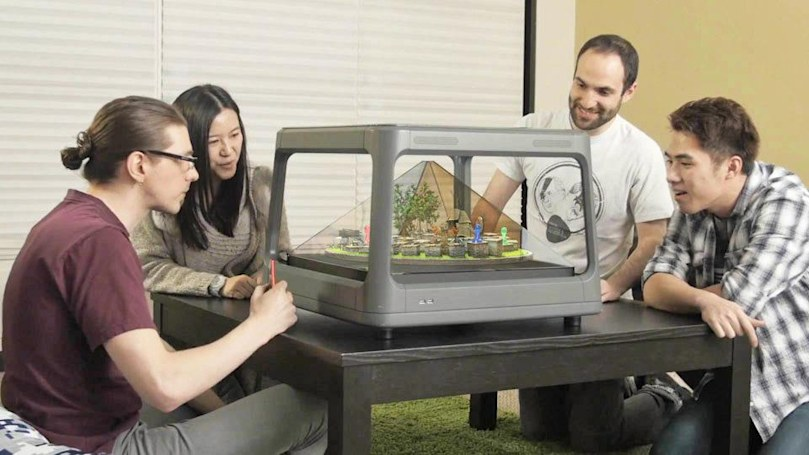 Tabletop display turns your phone's images into 3D holograms (updated)
