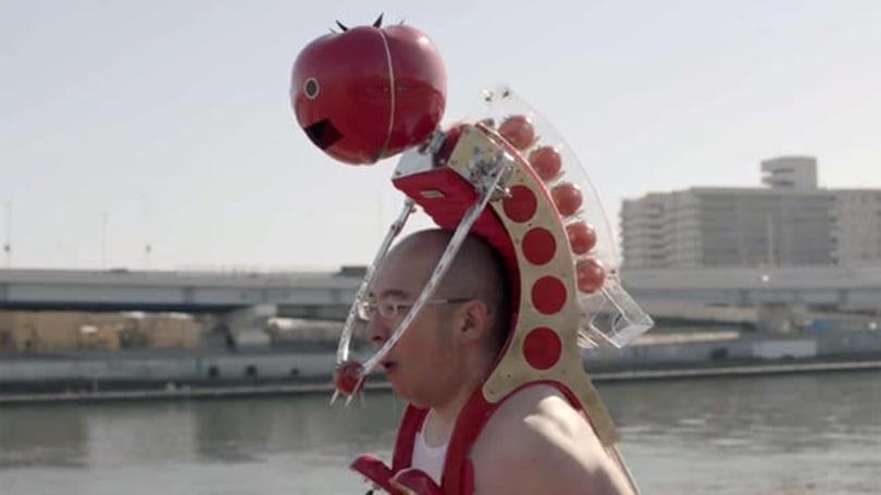 Piggybacking robot feeds you tomatoes while you run