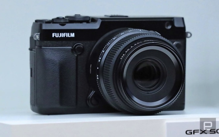 Fujifilm's GFX-50R is a smaller 'budget' medium format camera