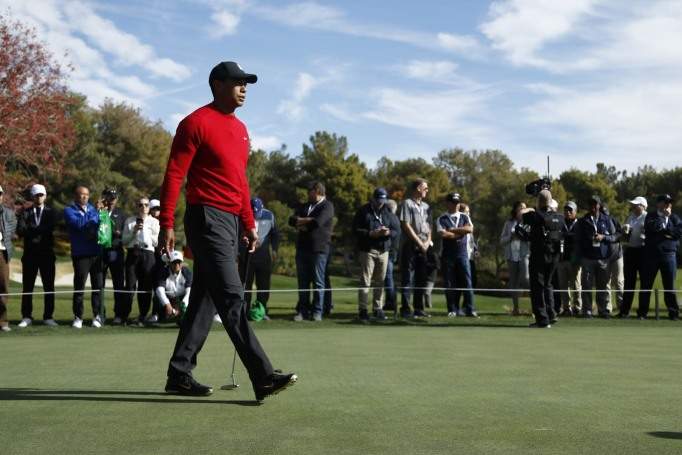 Turner had to stream Woods-Mickelson golf event for free due to glitch