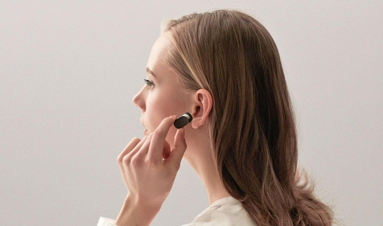 Sony's Xperia Ear voice assistant arrives in November