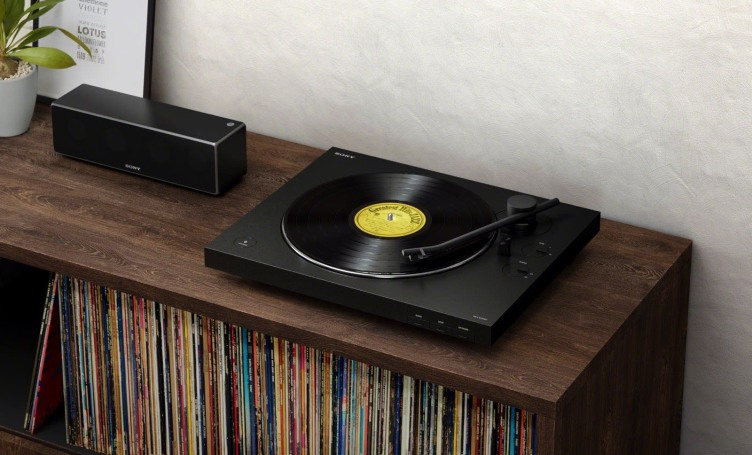 Sony's wireless turntable offers gain control and an automatic tone arm