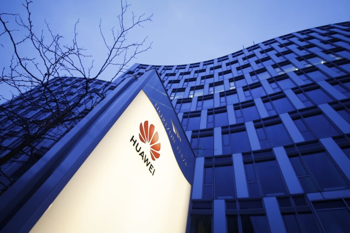 Huawei denies US sanctions and trade secret charges