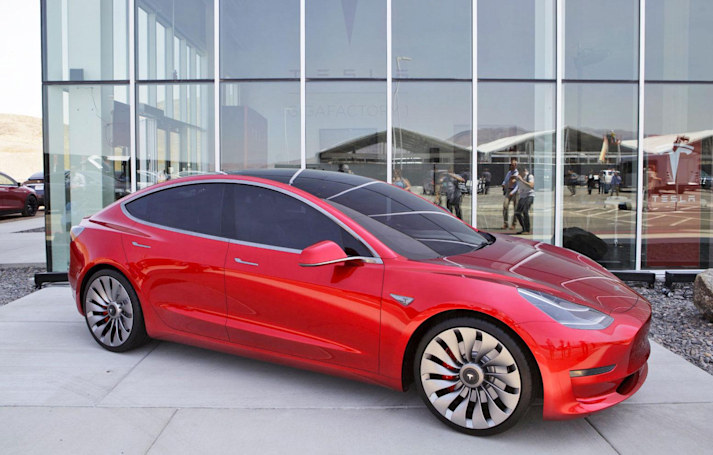 Tesla's Model 3 patch adds futuristic features like an FM radio