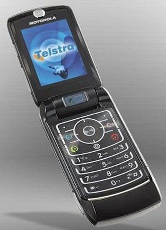 Telstra rolls deep with Motorola RAZR MAXX