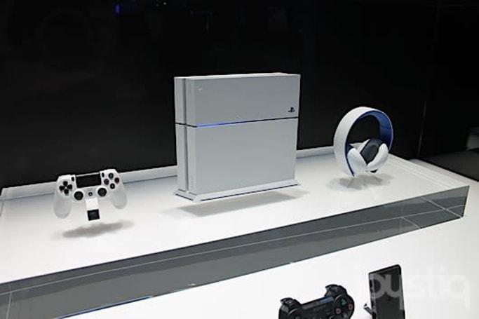 PlayStation 4 'Glacier White' hotness on E3 showfloor