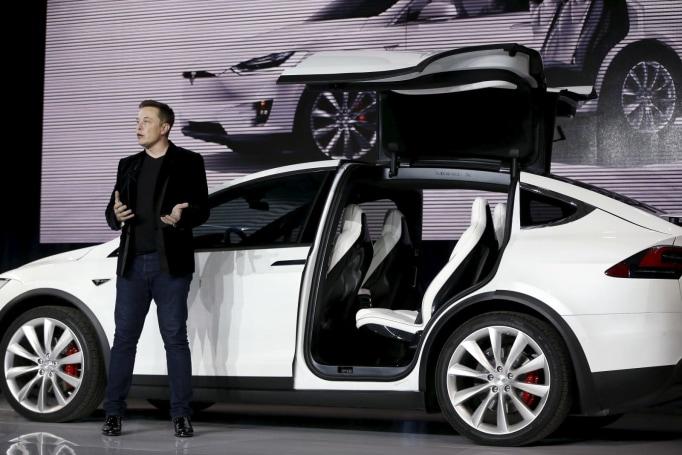 Elon Musk: Tesla will stay public