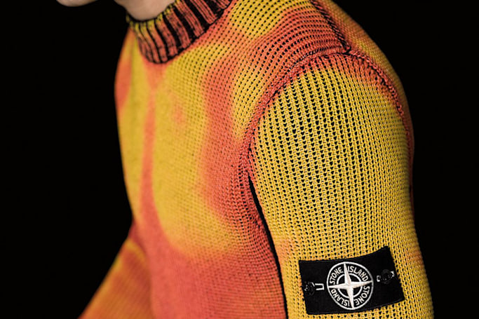 Thermo-sensitive sweaters change color in the cold