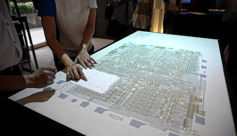 Wild UI concept uses paper to interact with projected displays