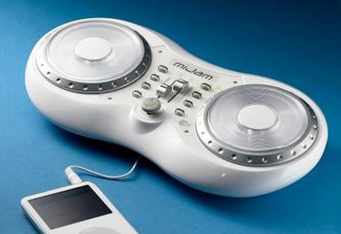 iPod DJ Mixing Studio scratches it up for $40