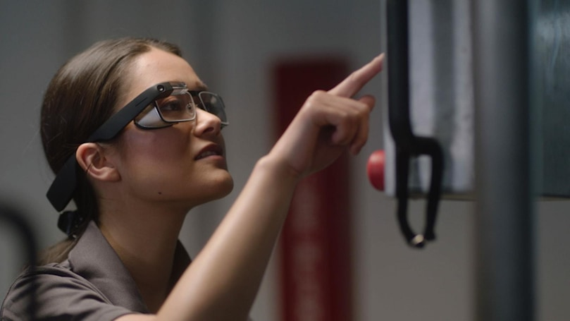 Google makes it easier to buy its Glass headset for workers