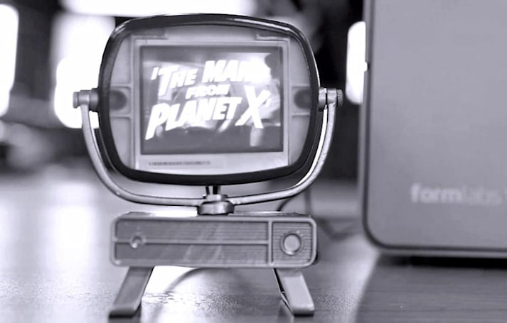 Tiny 3D-printed retro TV set plays B-movies for your Barbies