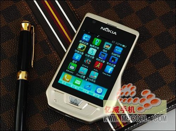 Keepin' it real fake, part CCL: Nokla E93 knock off, with an added Engadget bonus!