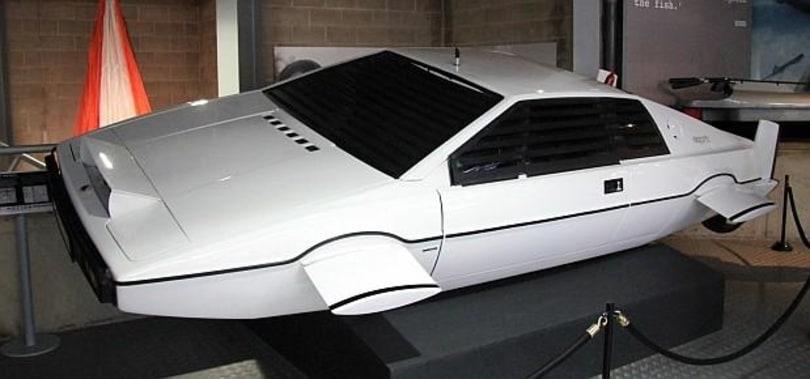 Elon Musk wants to put a Tesla engine inside James Bond's submersible Lotus