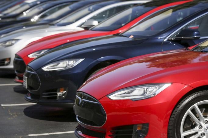 Tesla recall covers 123,000 pre-April 2016 Model S EVs