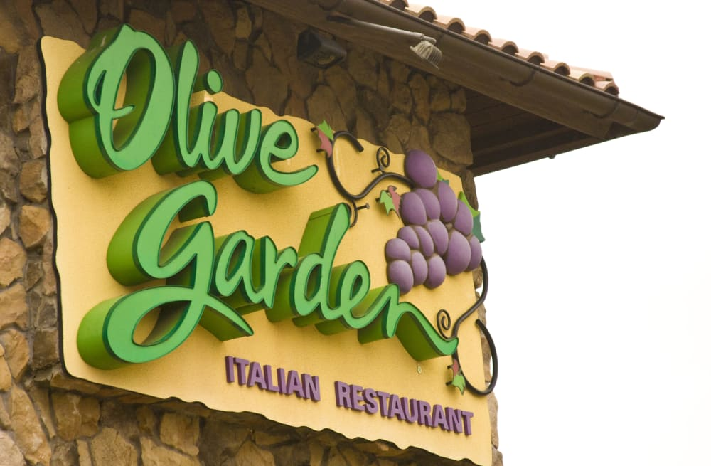 Learn how to make Olive Garden\'s famously delicious breadsticks at ...