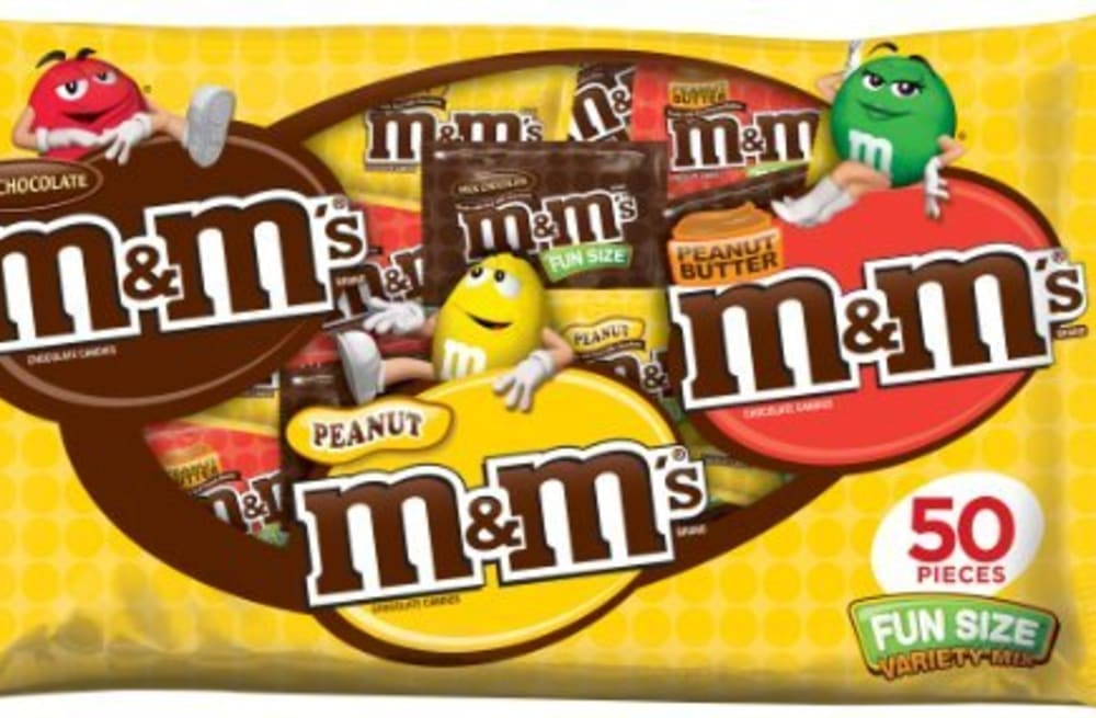 slideshow preview image 11 photos the 11 best halloween candies to give out this year
