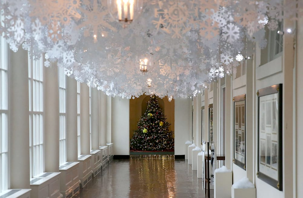 us first lady unveils white house holiday decorations - White House Christmas Decorations