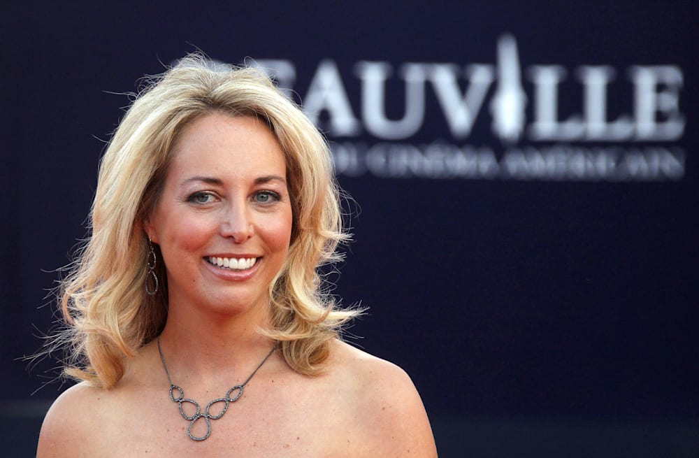 former cia officer valerie plame wilson apologizes for tweeting a