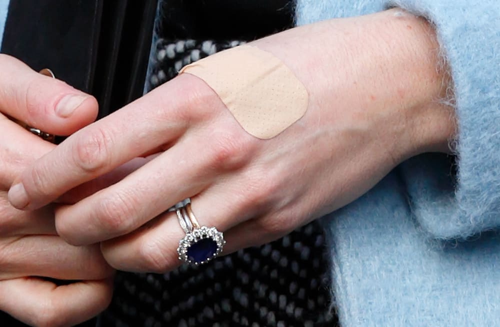 Why kate middleton wears a wedding ring but prince william doesnt slideshow preview image junglespirit Image collections