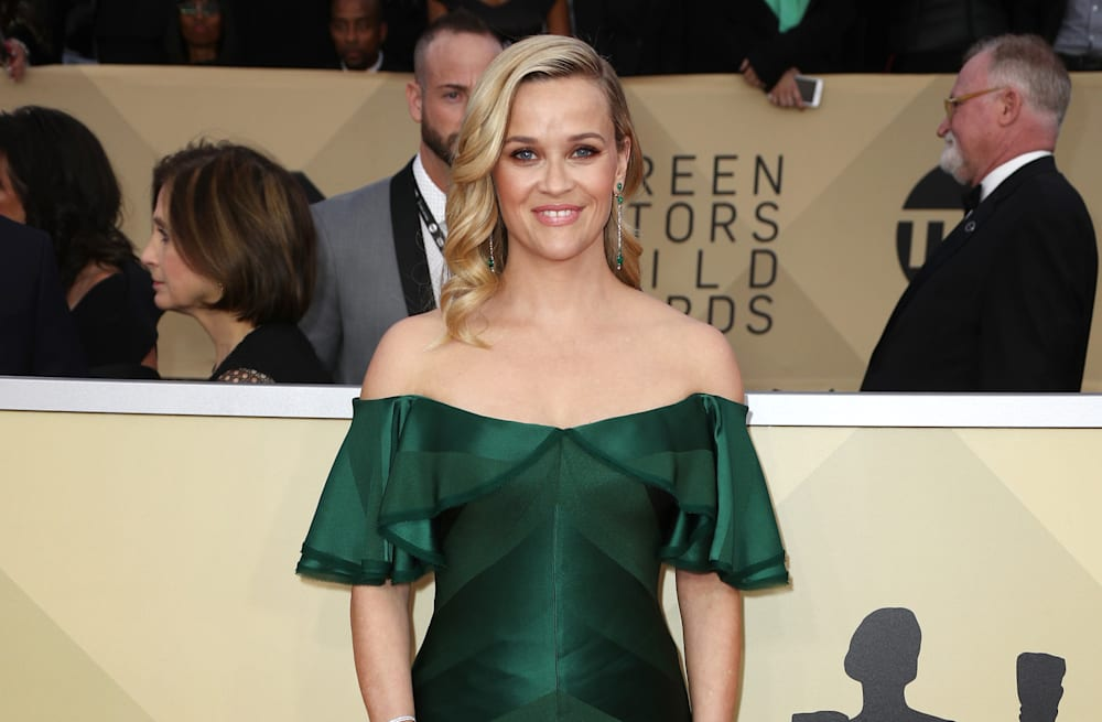 Reese Witherspoon rules the SAG Awards carpet in emerald gown - AOL ...