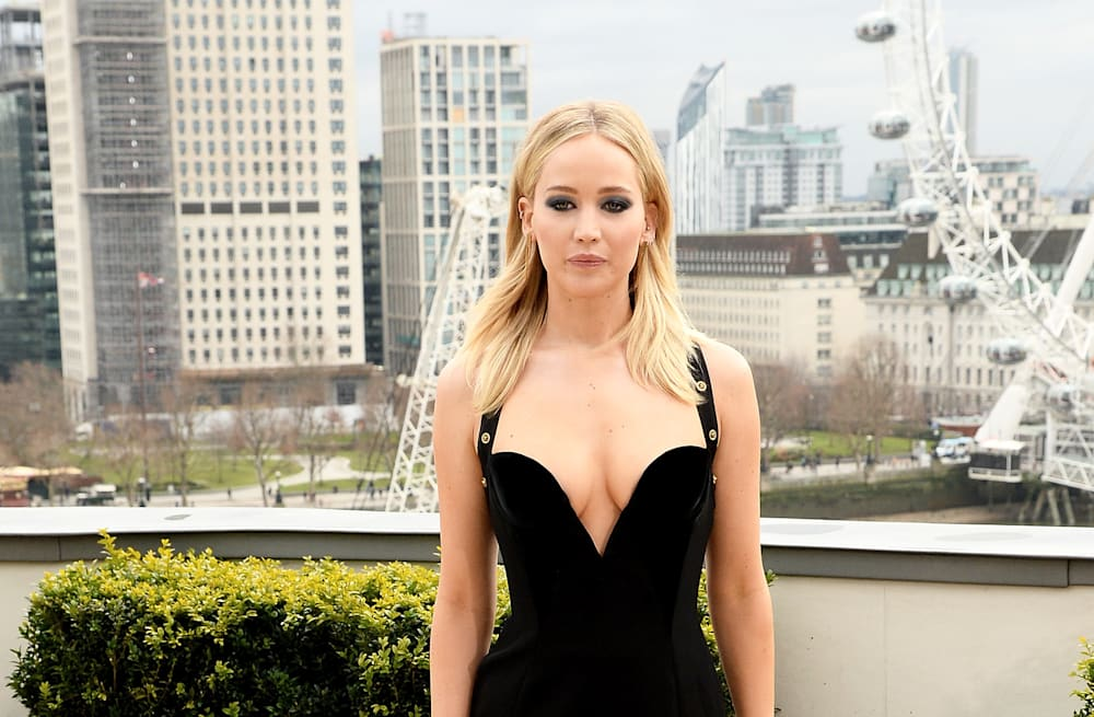 Jennifer lawrence is a classic bombshell in plunging black gown slideshow preview image voltagebd Image collections