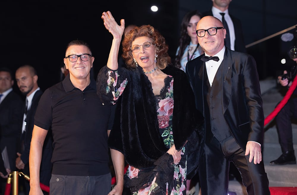 83-year-old Sophia Loren\'s timeless beauty stole the Dolce & Gabbana ...