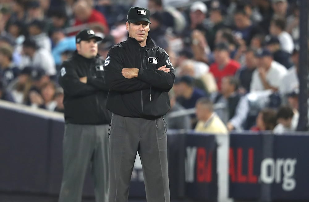 5934ded4 Umpire Ángel Hernández gets roasted on Twitter after having three ...