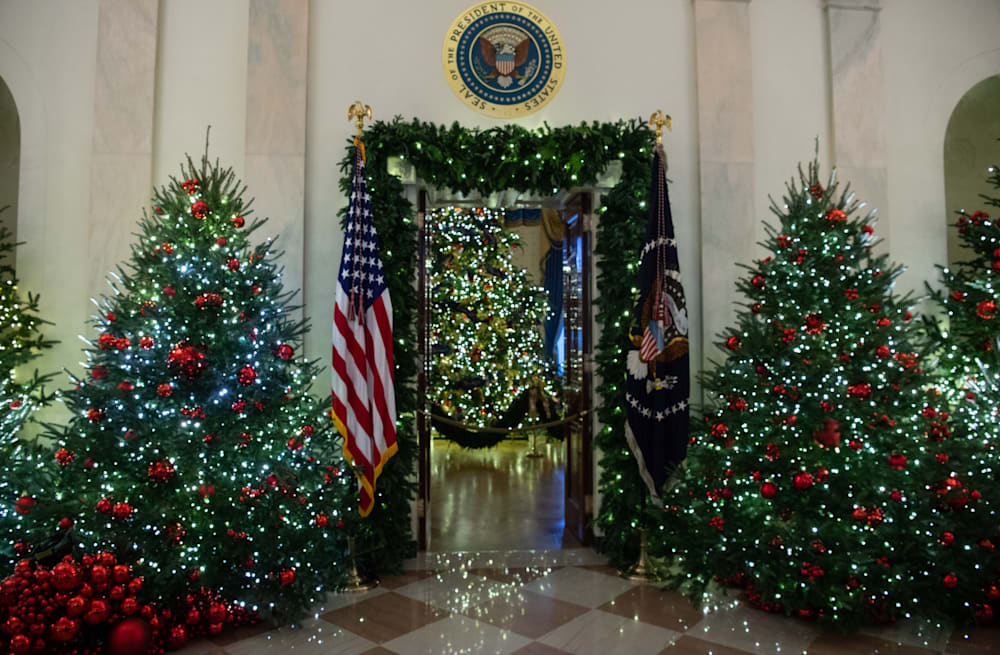 Melania Trump White House Christmas.Melania Trump Defends Red White House Christmas Trees They