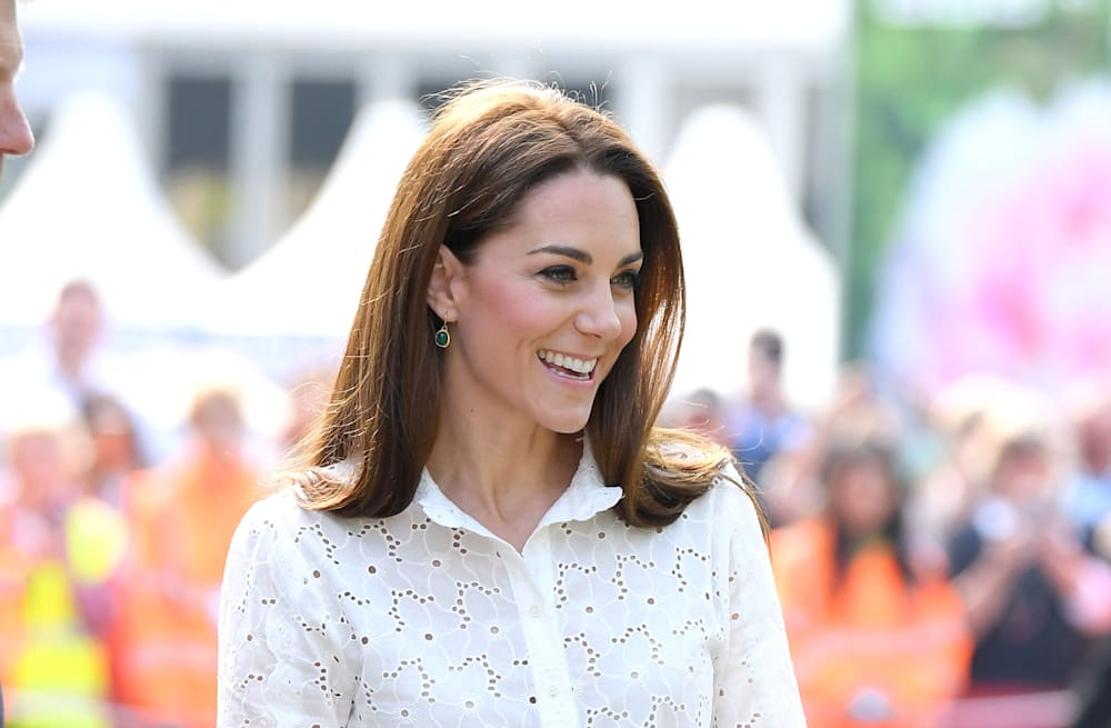 95b7df4ac0 Kate Middleton ditches her heels for sneakers to play in her tree house at  Chelsea Flower Show