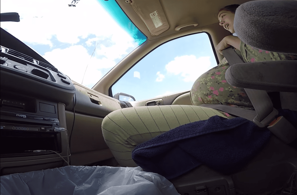 Breathtaking video of a woman giving birth while driving to