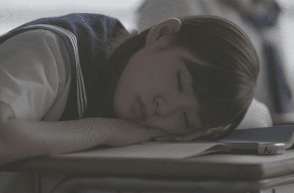 セーラー服&おさげ姿のNMB48・渡辺美優紀のムニャムニャお昼寝が可愛すぎる【動画】