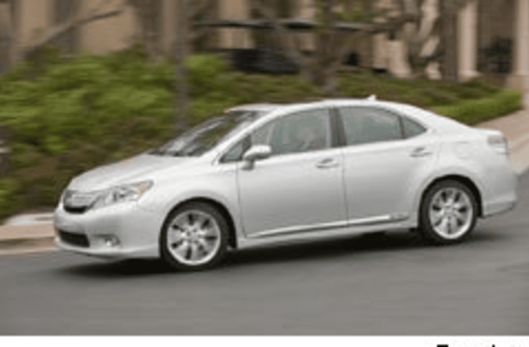 Toyota Recalls 17 000 Lexus Hs 250h Hybrids Stops The Model S