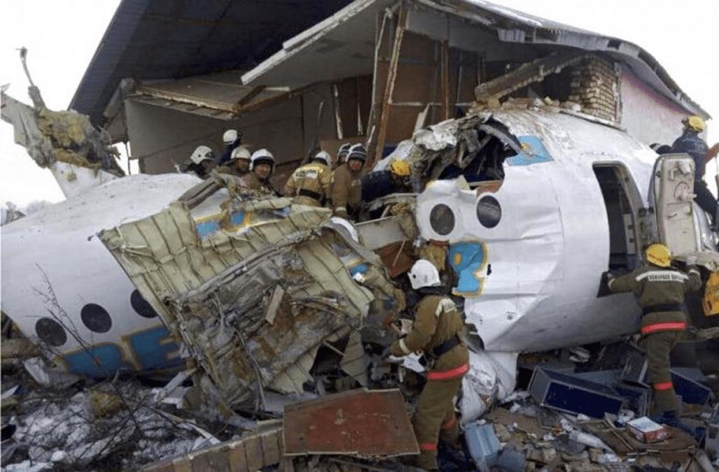 Flugzeug Kollidiert Nach Start Mit Wohnhaus