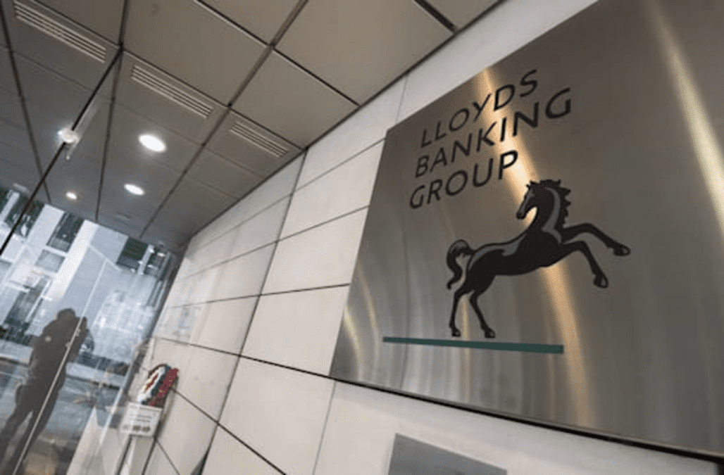 Lloyds Accused Of Betrayal As 1 000 Jobs To Be Outsourced
