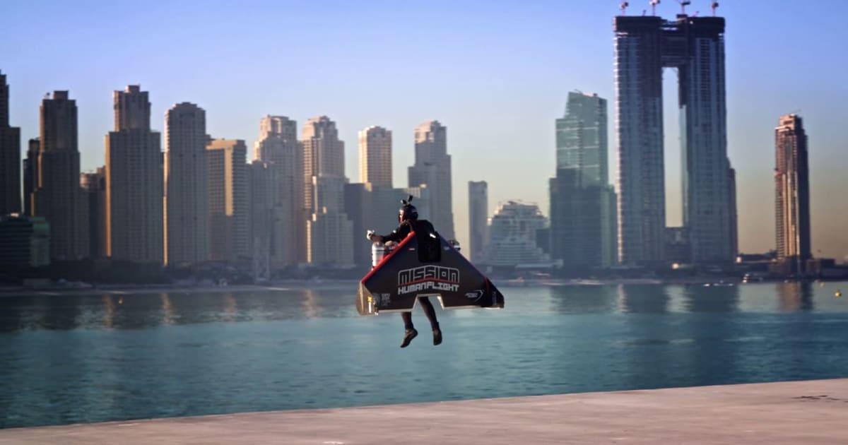 Watch jetpack pilot Vince Reffet set a new altitude record in Dubai 1