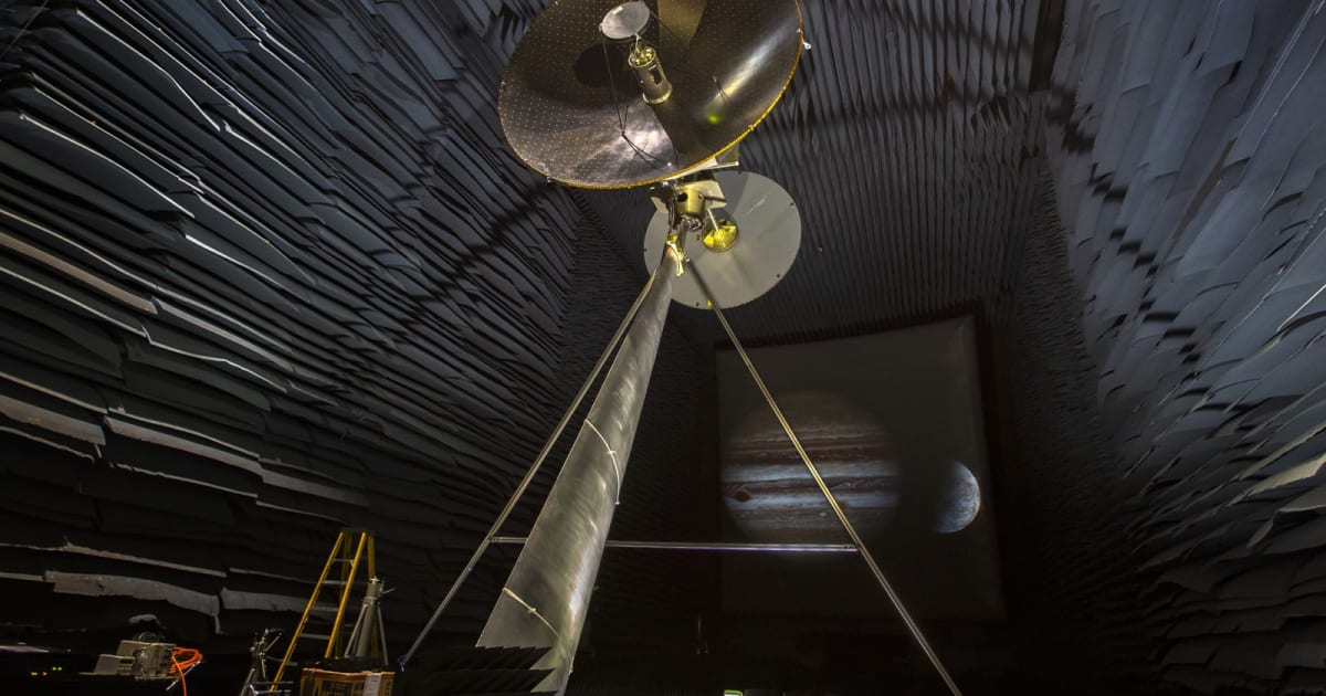 NASA tests the data antenna of the Jupiter Moon Probe