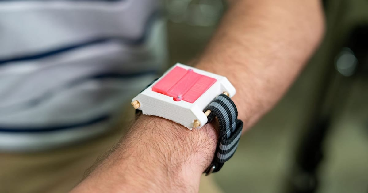 Syringe 'watch' puts a life-saving allergy shot on your wrist