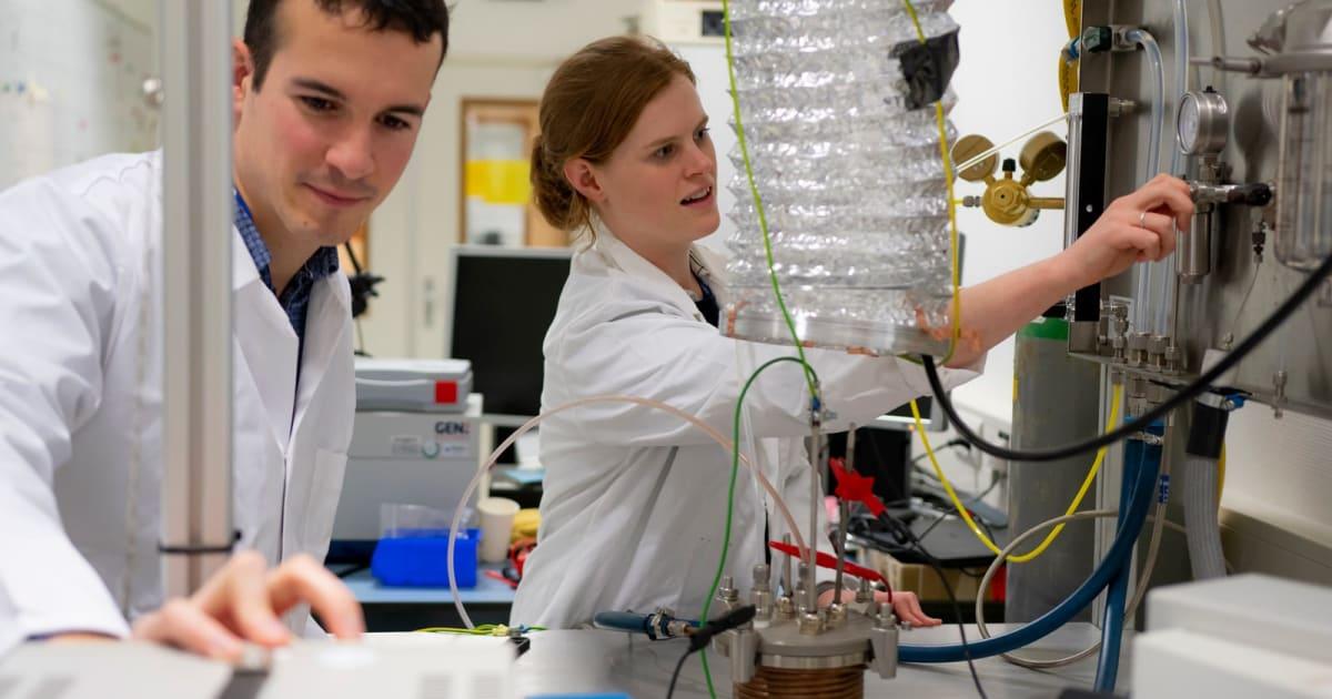 ESA opens plant that turns moondust into oxygen 1