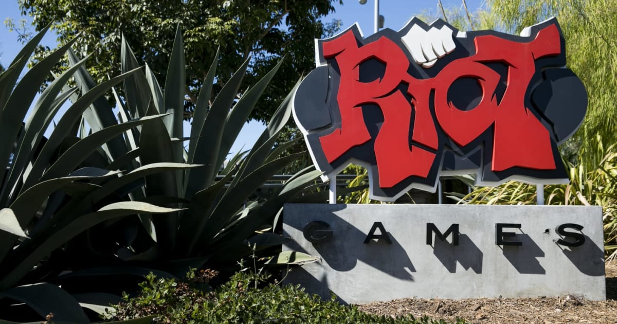Riot Games staff walk out after sexism lawsuits result in forced arbitration 1