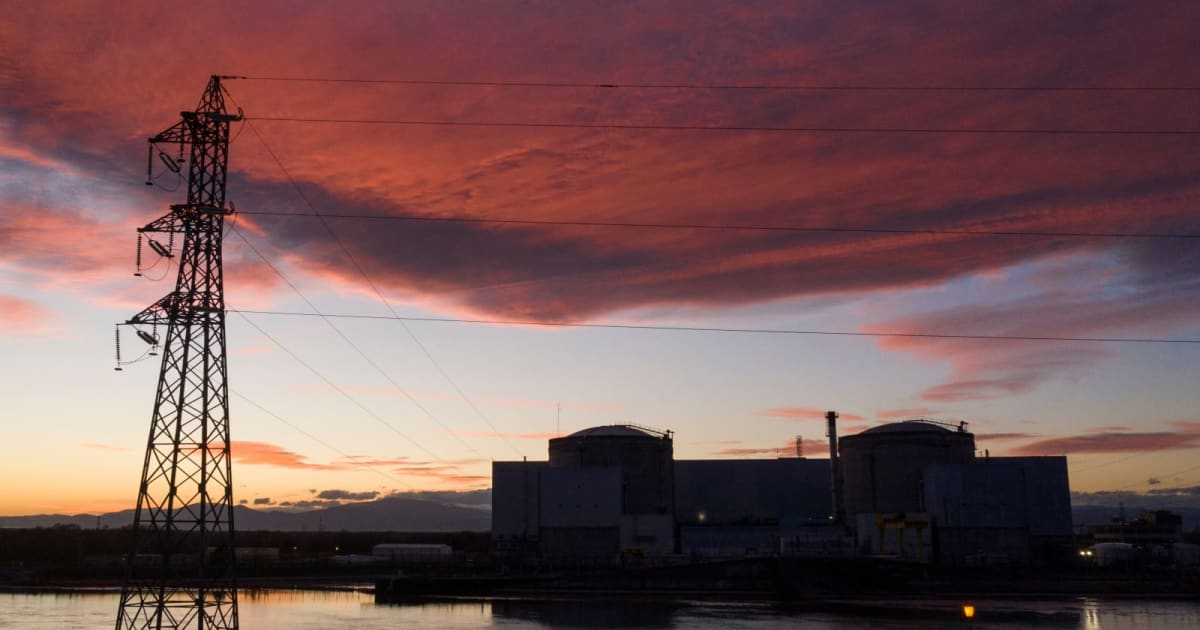 The case for making tiny nuclear reactors