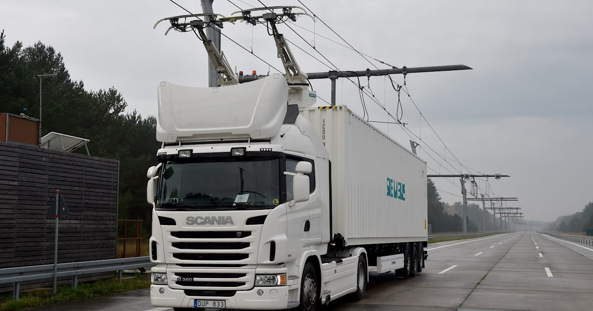 Germany tests its first 'electric highway' for trucks 1