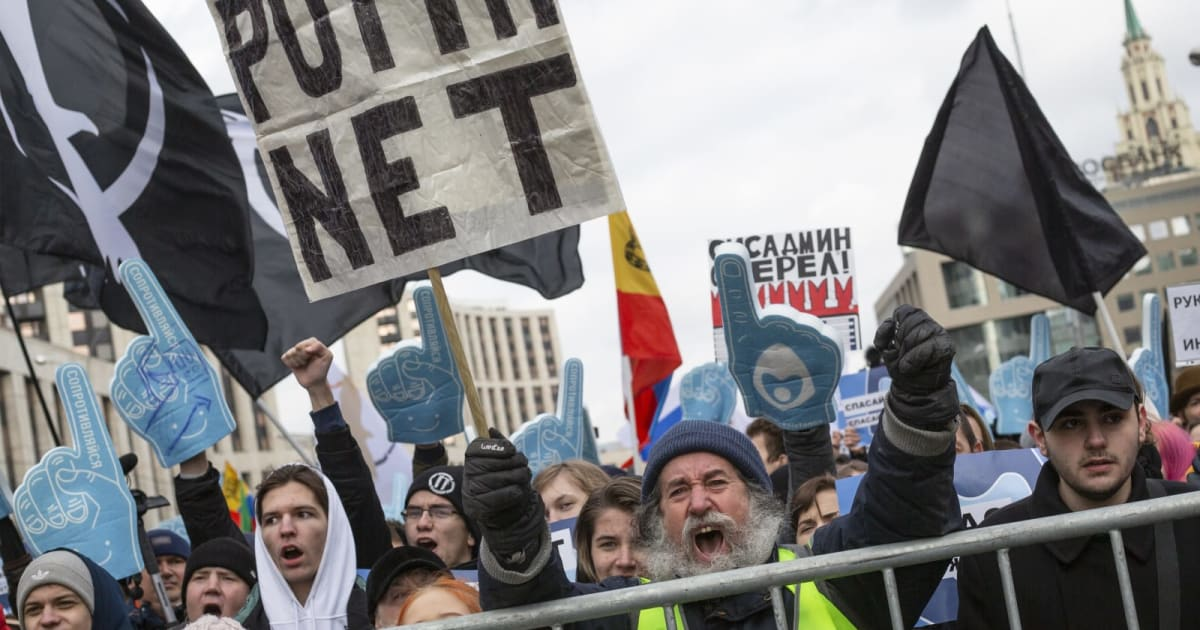 Russia's 'sovereign internet' law takes effect 1