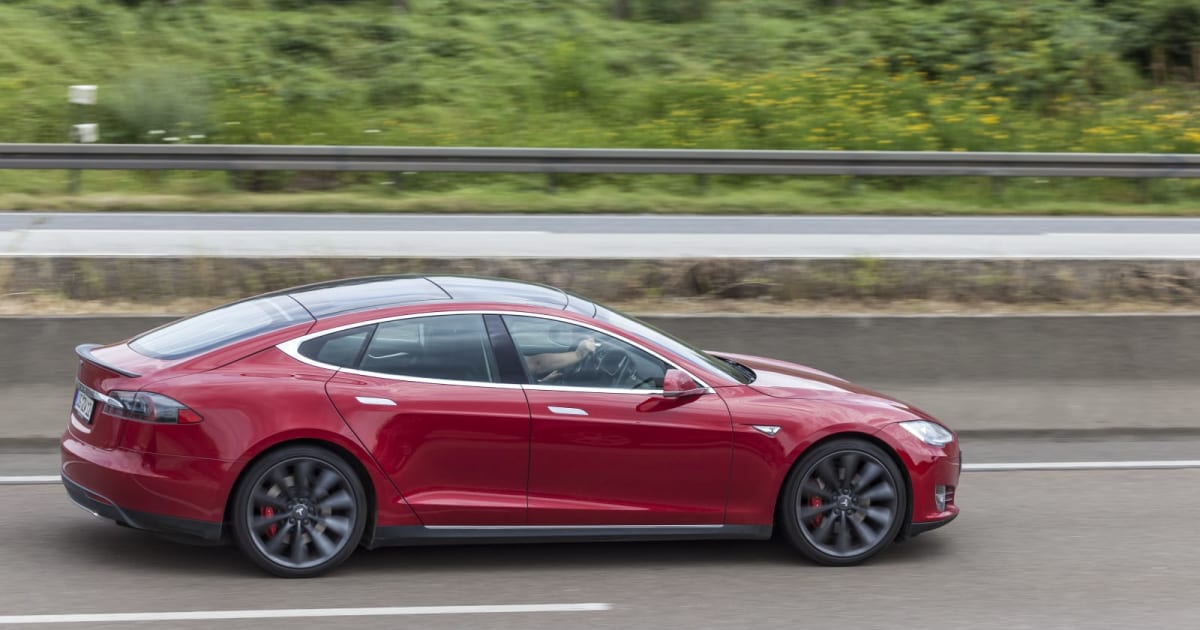 Tesla accused of abruptly pulling self-driving from a used Model S