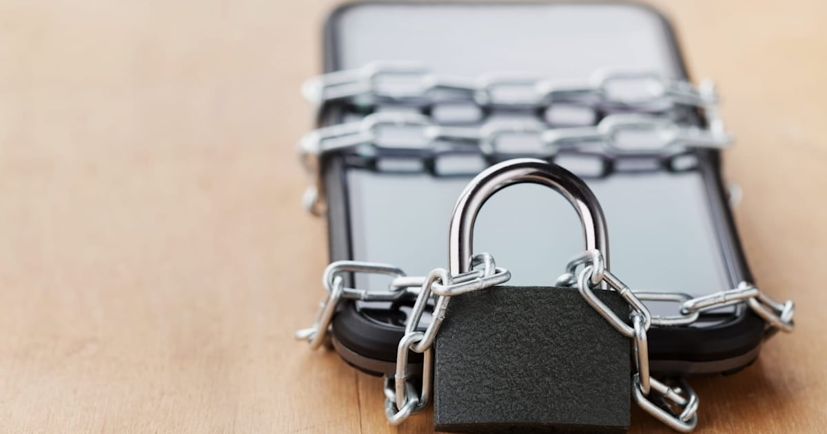 UK proposes ruling banning the sale of locked phones.